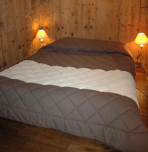 Jeté et chemin de lit avec piquage identique